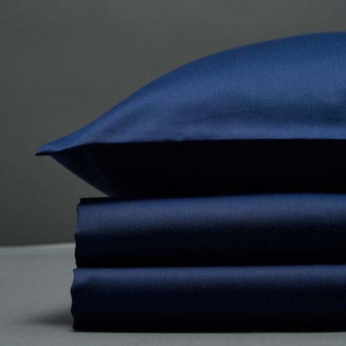 Tamsiai mėlynas satino patalynės komplektas | Bedroommood