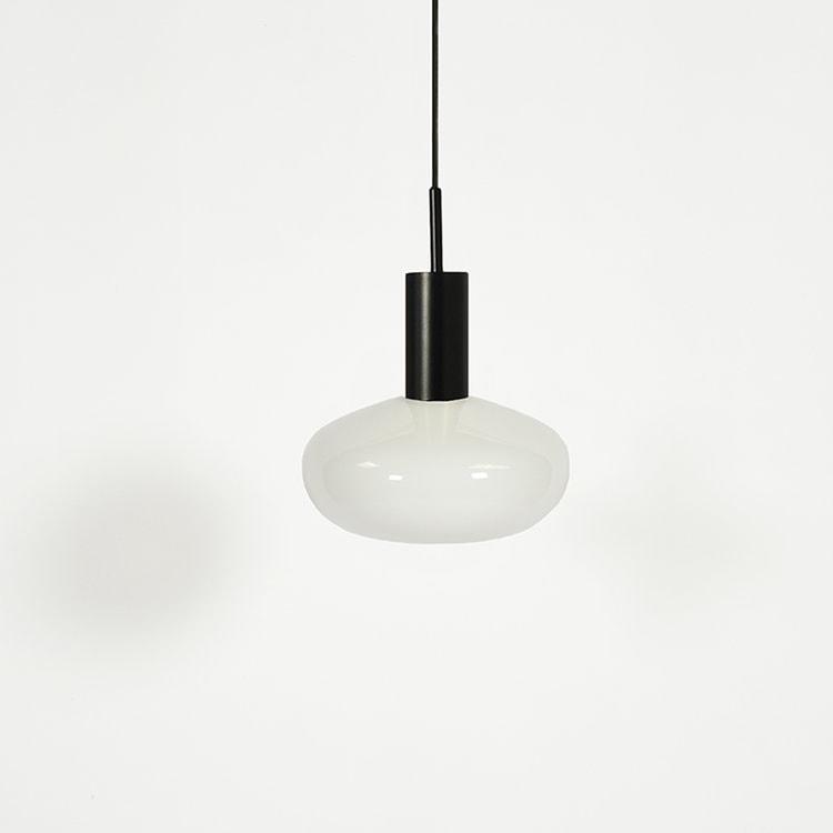 Baltas su juodu GAMBI šviestuvas   ENO Studio
