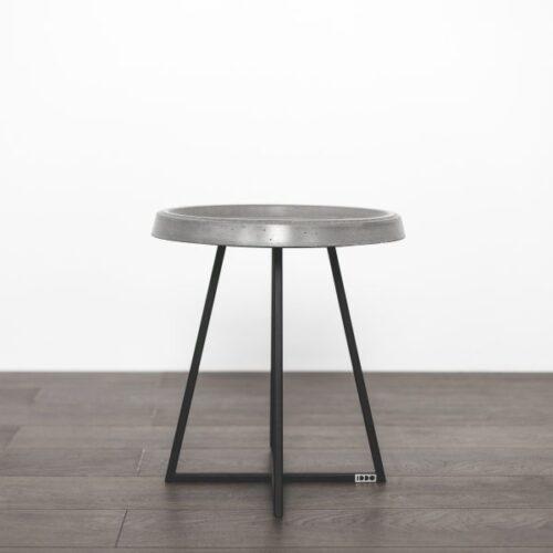 Pilkas kavos staliukas round concrete | IDDO