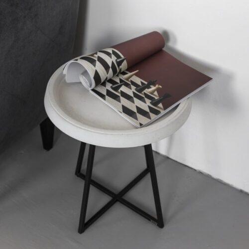 Baltas staliukas Round concrete | IDDO
