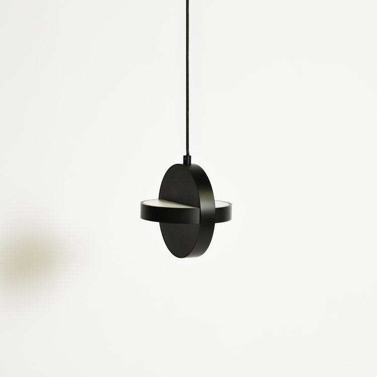 Juodas PLUS pakabinamas šviestuvas | ENO Studio