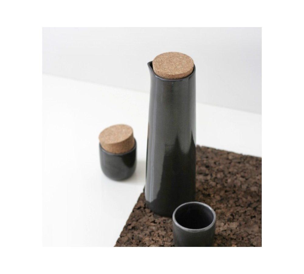 Tamsiai pilkas grafinas su puodeliais   NAMUOS